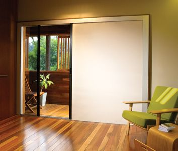 For the large openings created by folding or sliding doors, Centor's blind offers a functional and discreet alternative to traditional window coverings.