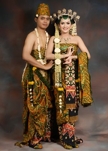 Sanggar Nanin Fadlan adalah tata rias pengantin dan berbagai busana pengantin tradisional dan modern. Kami juga melayani jahit kebaya.  Contact Us By E-mail : sanggarnaninfadlan@yahoo.co.id Office : 021-7291532 | 0813 1141 7711 Pin BBm : 271D3B8D  Facebook : https://www.facebook.com/sanggarnanin Website : http://www.sanggarnaninfadlan.com/