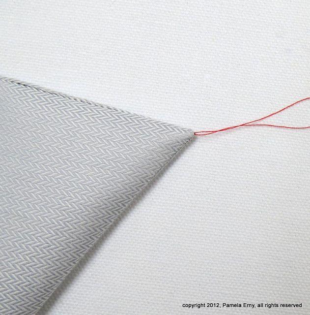 Incroyable... L'astuce des tailleurs pour retourner une pointe de col. Valable pour tout angle à retourner sans faire de gros paquet de marge de couture bourrée dans la pointe.