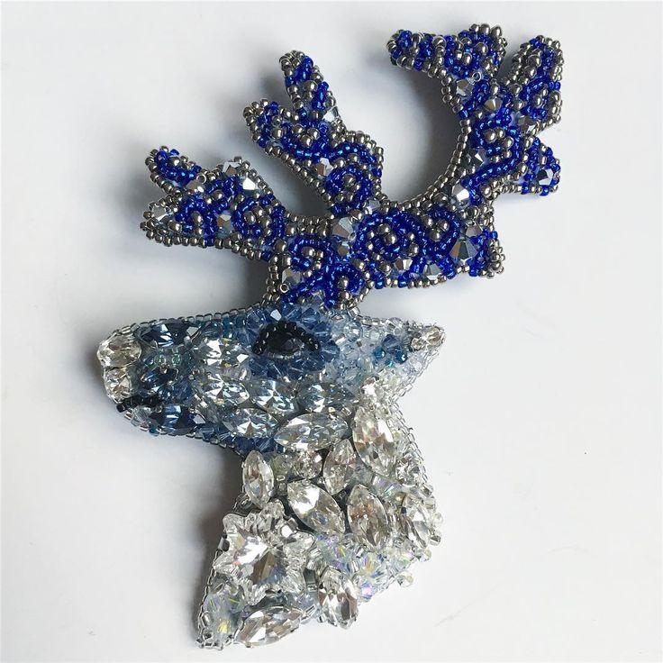 Северный, самый зимний олень ❄️❄️❄️Брошь. Сваровски. ПРОДАЁТСЯ. Подробности в директ или 89196260347 (вотсап/Вайбер) #handmade #jewelry #brooch #greenbirdme #giftidea #newyear #swarovski #winter #reindeer #girl #shop #beauty #mywork #ручнаяработа #украшения #украшенияручнойработы #брошь #брошьручнойработы #северныйолень #сваровски #продается #купить #девушки #зима #красота #новыйгод #мояработа