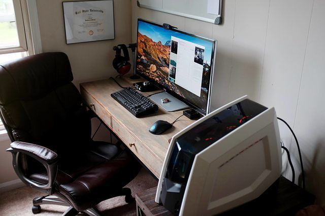 Very nice setup. 8/10 a few things that he could improve on are some RGB LED's to make it stand out more and i think a bigger desk is needed as everything is all tight together i think it would look a lot cleaner with a bigger and he would have more space to get another monitor or whatever he wants.   Photo Source: Reddit  Part List/Specs:  PC Case: Revolt 2 Case (has awesome lighting.  options) Mother Board: ASROCK  X99E-ITX/AC Mobo Video Card: NVIDIA  GeForce GTX 980Ti -  Gigabyte Xtreme…