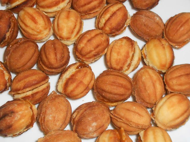 Рецепт домашнего печенья орешки с вареной сгущенкой
