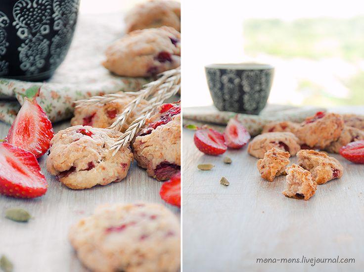 Творожное печенье с клубникой и кардамоном