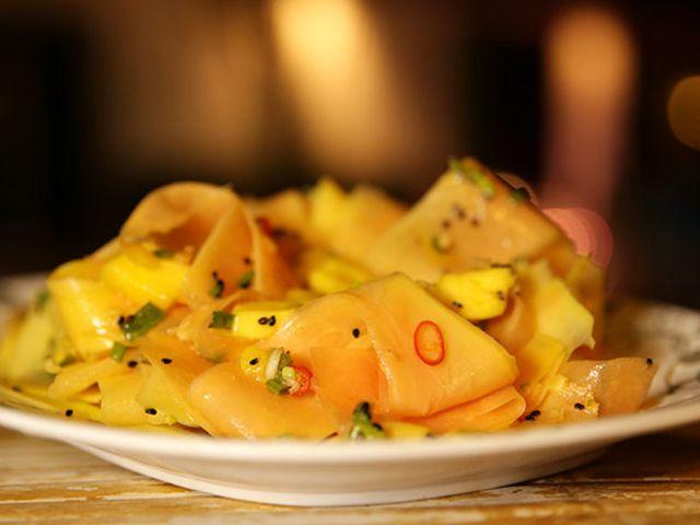 Sallad på grön papaya och mango (kock Tina Nordström)