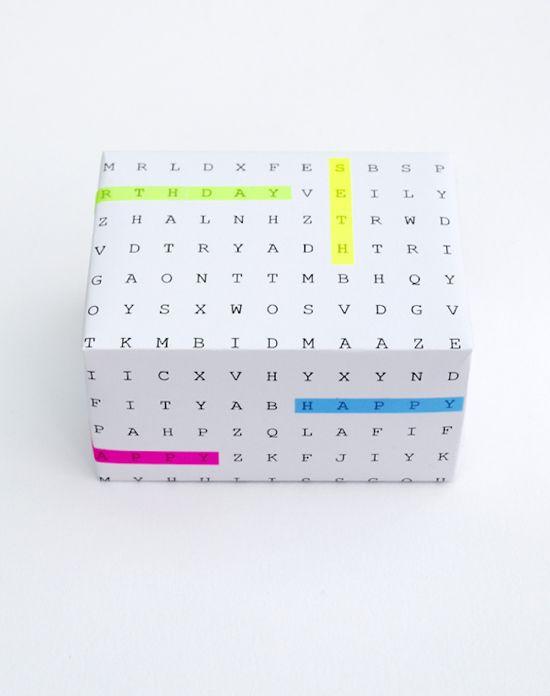 Aqui está uma fantástica ideia de papel de embrulho do MINECO.CO.UK  - Faça um papel de embrulho tipo sopa de letras! Crie a sua no PUZZ...