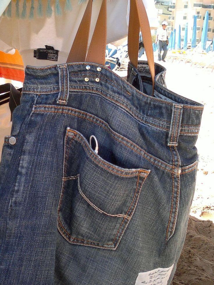 La storia di un paio di jeans, non finisce mai! Borsa mare, con manici in pelle..da un comodo paio di jeans ^_^