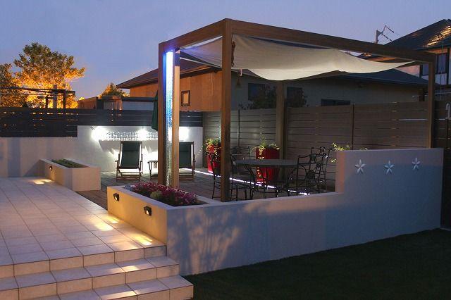 光の効果で空間をさらに広く!1人でも大人数でも楽しめるテラスガーデン。 #lightingmeister #pinterest #gardenlighting…