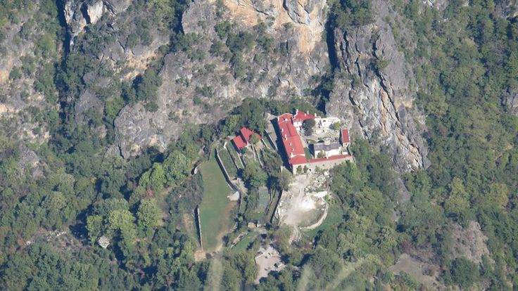 Η Ιερά Μονή Παναγίας Στομίου, στην Κόνιτσα, Ήπειρος, Ελλάδα.