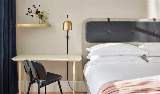 Contemporary Lamps for a Modern Bedroom Decor | www.contemporarylighting.eu | #midcenturylamp #contemporarylighting #diningroom