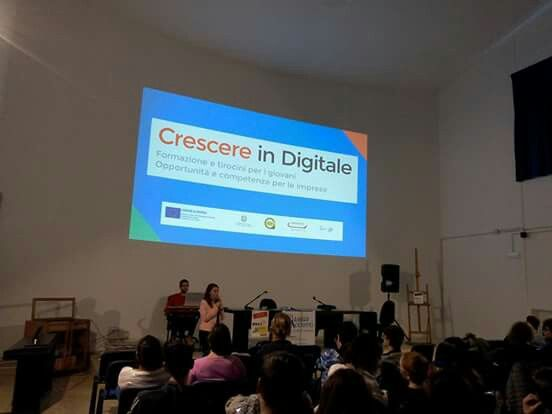 Eccellenze in digitale Chieti presso l'Istituto Ovidio. Tra gli argomenti trattati Crescere in digitale, progetto fratello di Eccedigit
