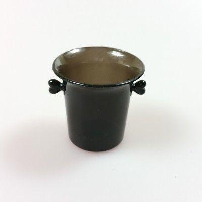 Mini-seaux à glace de couleur (x6) noir Ces mini-seaux à glace transparents en résine se prêtent à toutes sortes de présentation et d'usages: cadeau d'invités, marque-place, contenant apéritif/friandises…  Se coordonnent parfaitement à nos ambiances glamour.