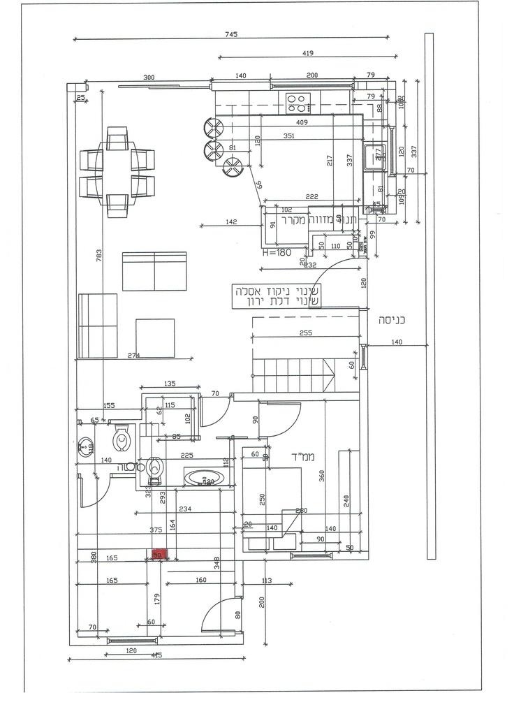 תכנון קומה ובה החדר שבמרכזו עמוד