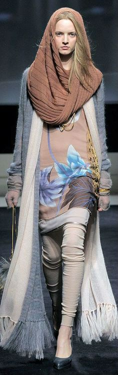 Как правильно носить шарф-хомут с пальто