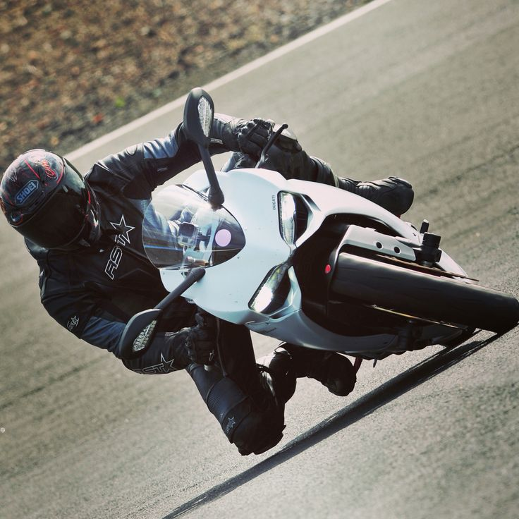 Some knee down action...