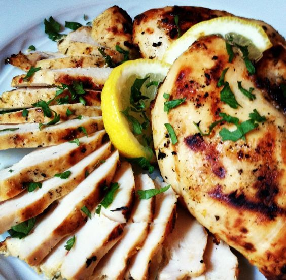 Rosemary Chicken Breasts - Garlic and lemon not only make this rosemary chicken breasts recipe tasty but also packs 30 g of protein per 218 calorie serving