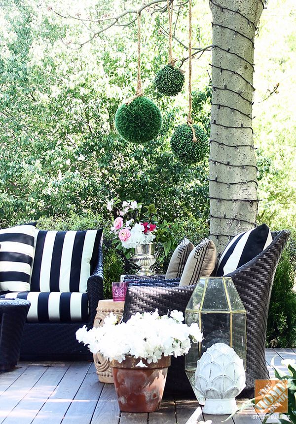 Nice Classic Black And White Cabana Striped Cushions Add A Graphic Pop To An Outdoor  Patio.