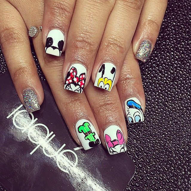 Disney characters nail art. Mikey and Minnie Mouse. Donald and daisy. Goofy and Pluto. Love it.