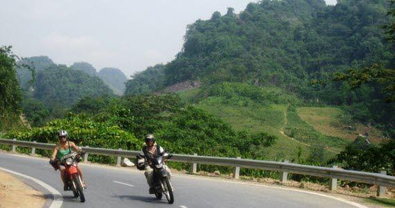 Motorcyle down the vietnam coast