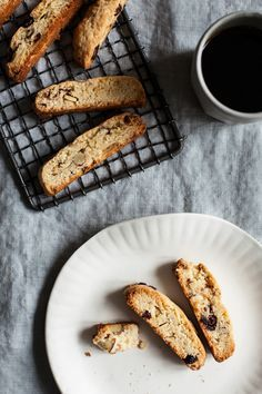 These vegan cranberry almond biscotti are a simple, classic, and reliable vegan biscotti recipe for the holiday season.
