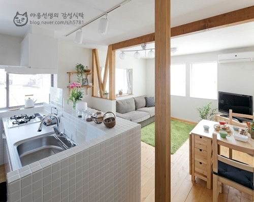 "Fave one:) I like how cozy and ""open"" this is -비"