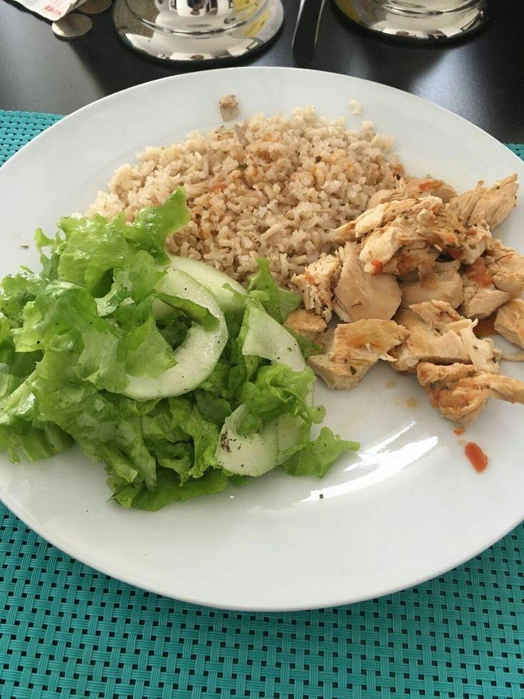 Almuerzo : Arroz integral, ensalada y pollo