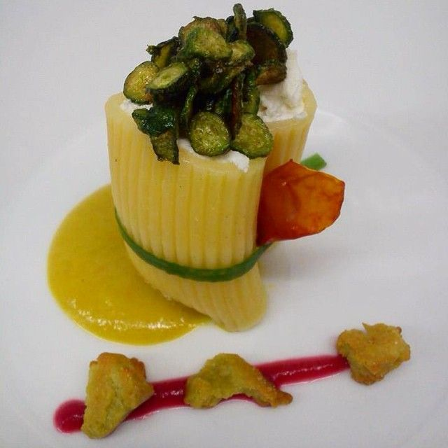Paccheri, zucchine baby, bufala. Pasta, baby zucchini, bufala. La Divina Commedia