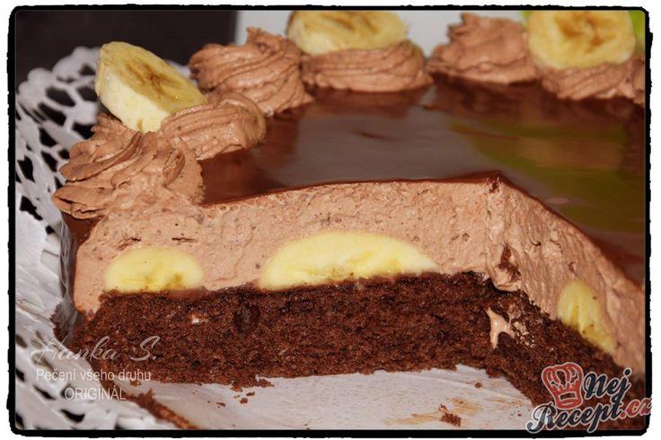 Kombinace banánů a čokoládového krému je top. Asi je to i u několika z vás to nejlepší co se týče sladkých dezertů. Není to až tak příliš krémové šílenství. Jemná vrstva čokoládové polevy s chutným krémem a banány se dokonale doplňuje s chutným kakaovým těstem. Škoda že jsem tam ty banány nahoru dala před focením tak brzo, ale co se dá dělat :-) Autor: Haanka