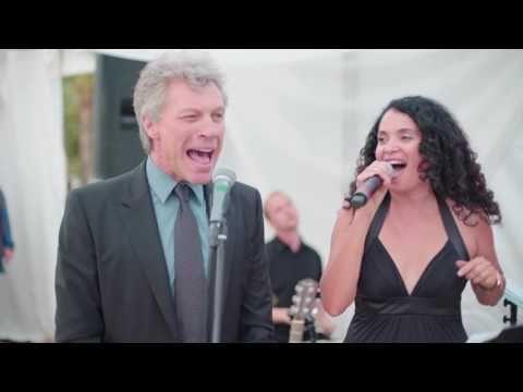Jon Bon Jovi: a sorpresa canta Livin' On A Prayer ad un matrimonio. Guarda il video - Rock News