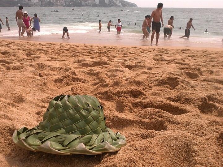 en la playa festejando el cumpleaños de un amigo y sus vacaciones en acapulco