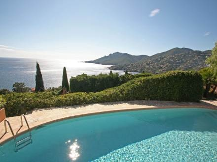 French Riviera - what a beautiful view from the private pool! Holiday house for 6 people.  http://www.interhome.se/svenska/frankrike/franska+rivieran/th%c3%a9oule+sur+mer/fr8630.200.1