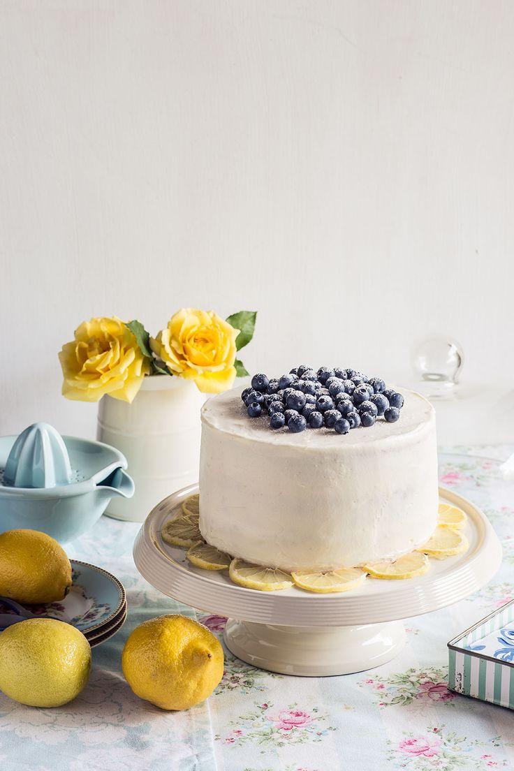 Tarta de bizcocho con cheesecake de limón y arándanos, y cobertura de queso. Receta paso a paso con fotos del proceso. Trucos y consejos.