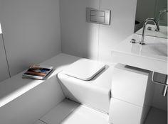"""Les courbes élégantes des meubles et le blanc de la pièce font de ces toilettes un espace design et novateur. Collection """"Barcelona"""", Roca vendue par Point WC"""
