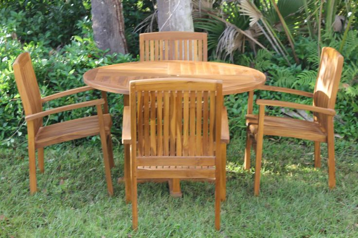 Caspian Round Table & pacific chairs 999