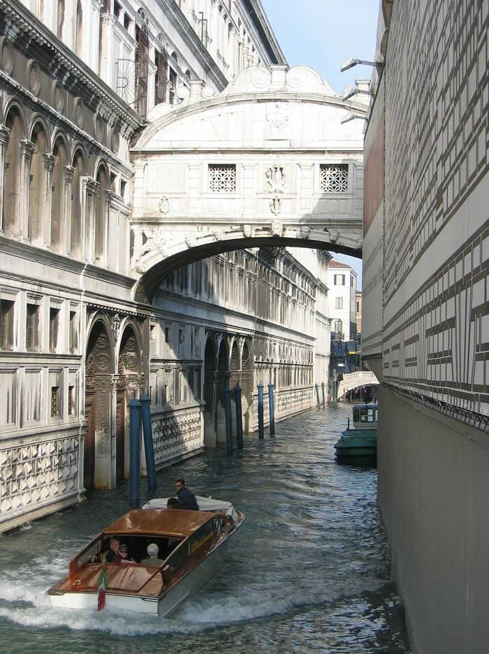 Via 10 Places to Visit in Venice - Bridge of Sighs