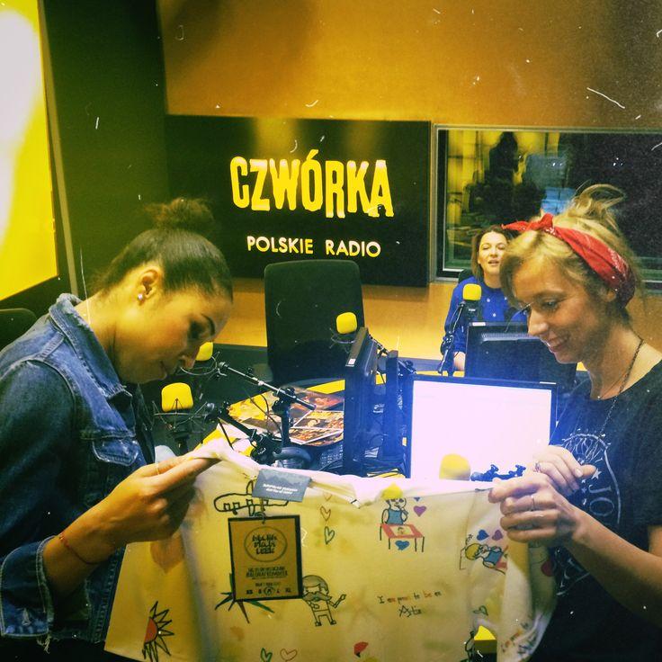 Katarzyna Dydo z Kariną Terzoni oczarowane prezentami od Omenaa Fundation
