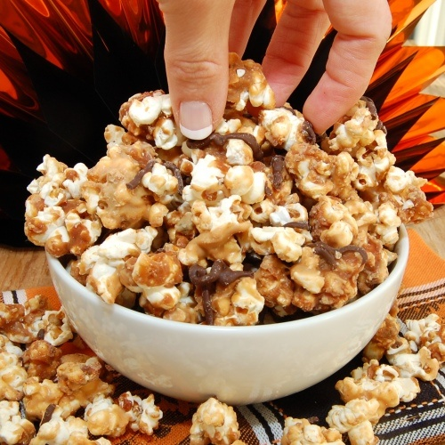 Peanut Butter Cup Caramel Corn   This is the devil in a Sunday hat....Yikes! can't wait to make it