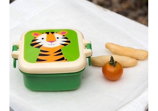 Petite boîte à goûter verte avec le portrait d'un adorable tigre. Se ferme grâce à des clips sur les côtés.   Cet article est adapté pour le contact alimentaire Ne convient pour un usage au lave vaisselle Non adapté au micro ondes Ne contient pas de BPA  Dimensions : 7 x 9 x 3,9 cm