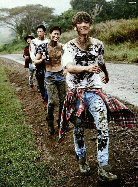 Beakhyun all happy to play in the dirt....Then theres the rest of them lol!!!