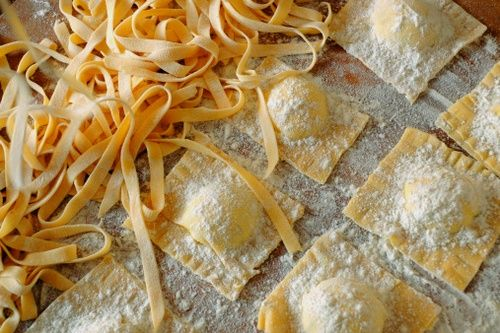 Pasta all'uovo fresca fatta in casa: ingredienti e dosi: Pumpkin Ravioli, Florence, Homemade Ravioli, Butter Recipes, Pasta Recipes, Food Pasta, The Farms, Homemade Pasta, Fresh Pasta