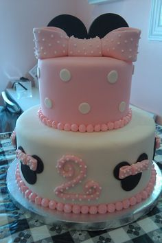 Minnie Mouse pink and white fondant cake-omg would be perfect for mikaylas Minnie mouse bday party this month:(