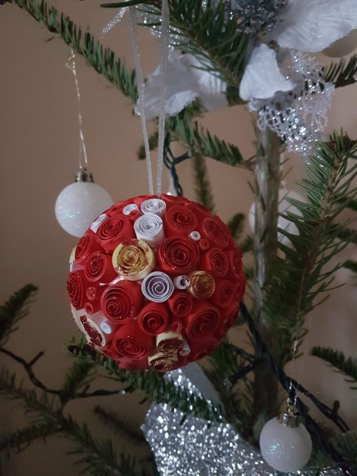 quilled Xmas bubble