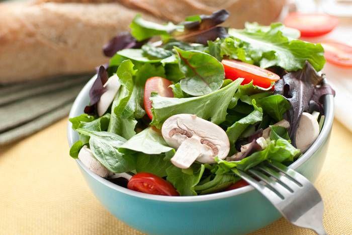 Insalata di pomodori e champignon  #Star #ricette #insalata #pomodori #funghi #champignon #food #recipes
