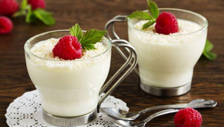 Ένα από τα πιο κλασικά και αγαπημένα ιταλικά γλυκά που μπορείτε να φτιάξετε σε άπειρες παραλλαγές. Σε αυτή την εκδοχή προτείνουμε βατόμουρα και γάλα καρύδας.