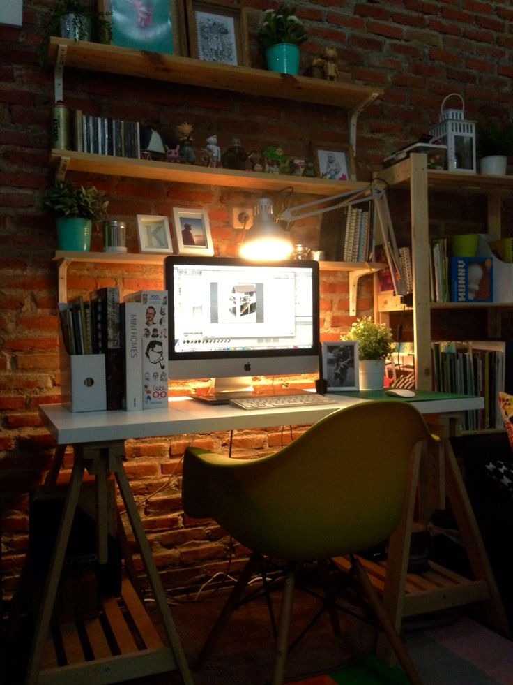 Night #workspace #interior #desk #design #studio #homestudio
