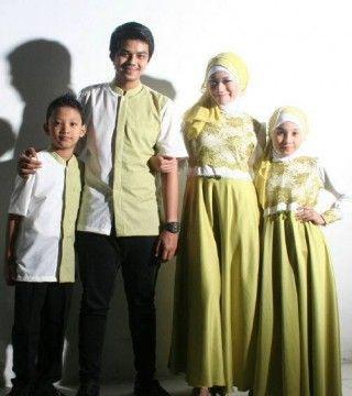 Gamis gaun pesta muslim hijau melon sarimbit yang trendy dan menawan ini sangat serasi dikenakan untuk berbagai acara pesta baik formal maupun non formal. Dibalut bahan roberto cavilo (satin silk)