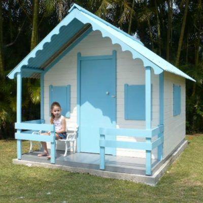 casinha de boneca de madeira branca com azul