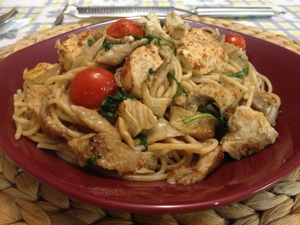 Ζυμαρικά με φιλετάκια κοτόπουλου και πλευρώτους