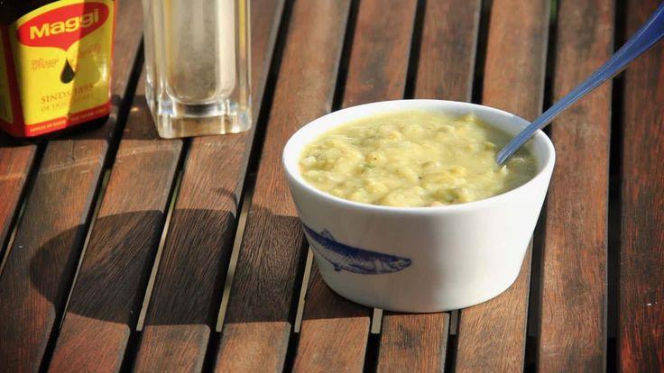 Ben jij een liefhebber van erwtensoep? Dikke kans dat je dan deze soep met kikkererwten, spliterwten, prei en parmezaanse kaas ook lekker vindt.