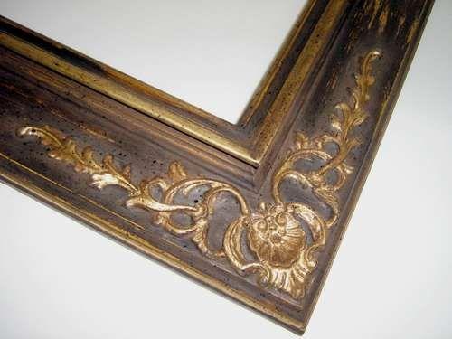 Cornice in legno con decoro applicato finitura foglia oro www.artifiorentine.it
