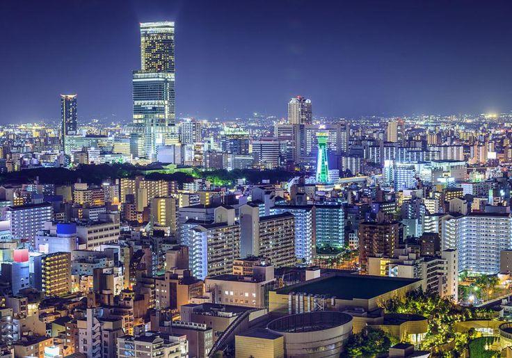 Osaka er Japans næststørste by, så her er masser af skyskrabere og kendte elektronikfirmaer, men her er altså også et smukt slot og grønne områder midt i byen.